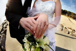 Two_spouses_with_weeding_rings